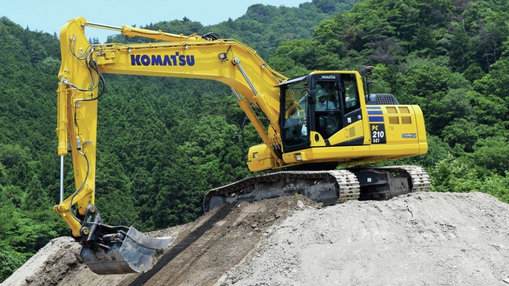 Komatsu's PC210LCi-11 excavator in operaton on a hill