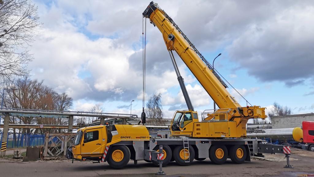 crane deployed for modernization works at polish oil refinery