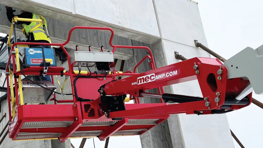MEC Aerial Work Platforms Xtra-Deck® on a boom