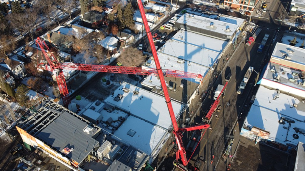 LTM1400 dismantling tower crane as seen from above