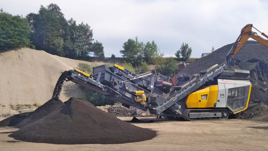 Keestrack R3e mobile impact crusher in action