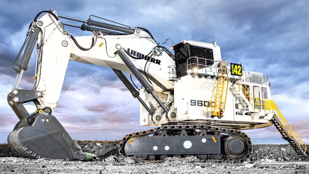 Liebherr R 9600 in action
