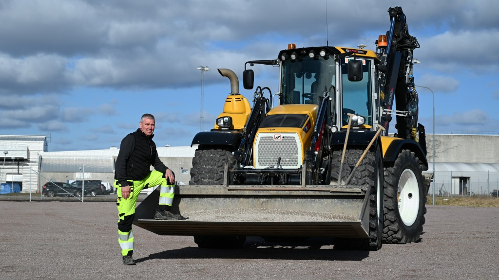 bengt thisner backhoe operator with peab was the first to us the new unicontrol solution in a huddig machine