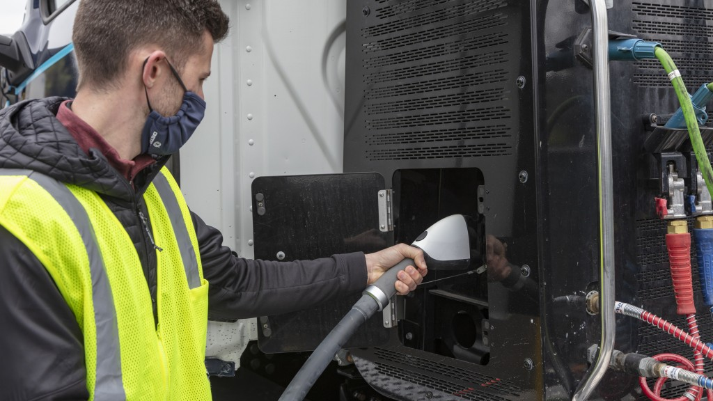DTNA introduces all-new products and services to support customers in deployment of all-electric trucks