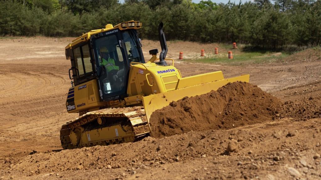 komatsu d39i-24 dozer moving dirt