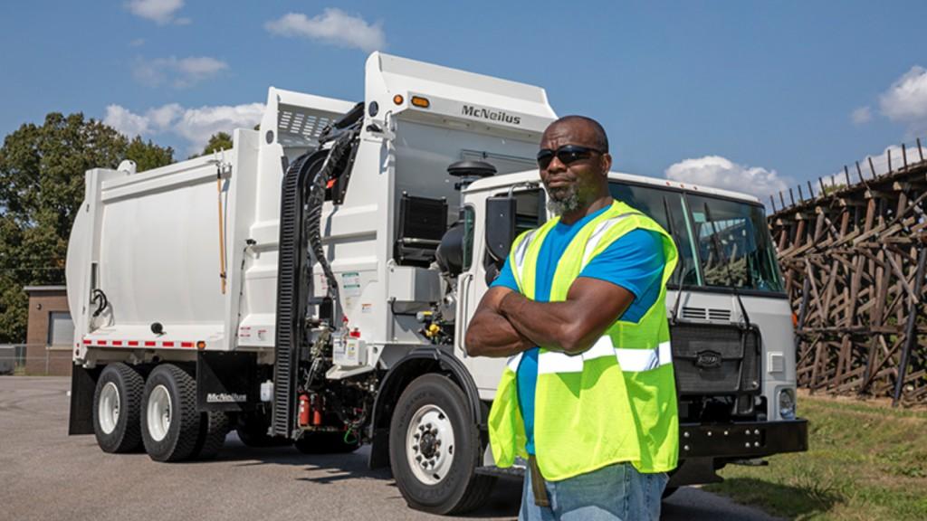 mcneilus waste truck technician