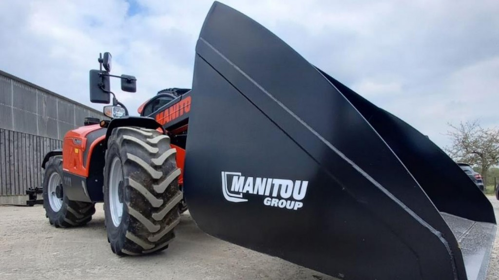 manitou group with attachment