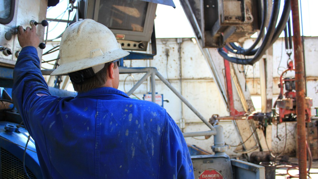 oil worker on a drill rig