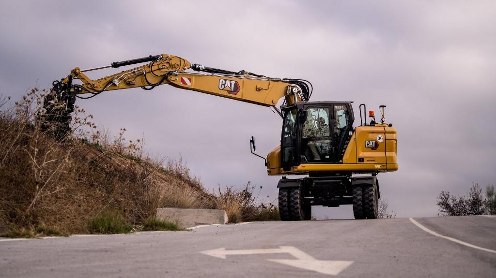 The new M319 wheeled excavator on a jobsite
