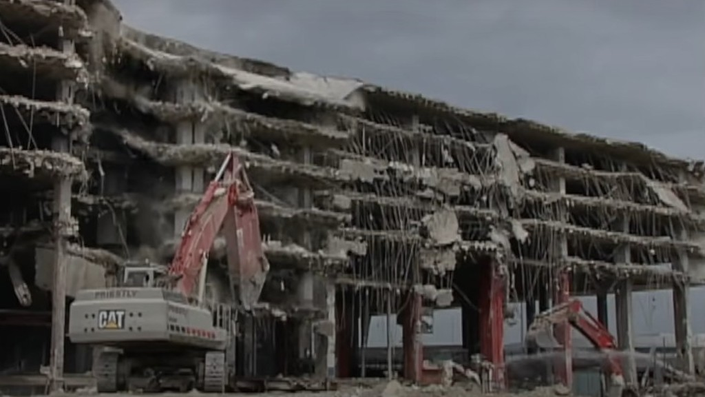 Watch: Early video of Priestly Demolition tearing down Terminal 1 at Pearson International