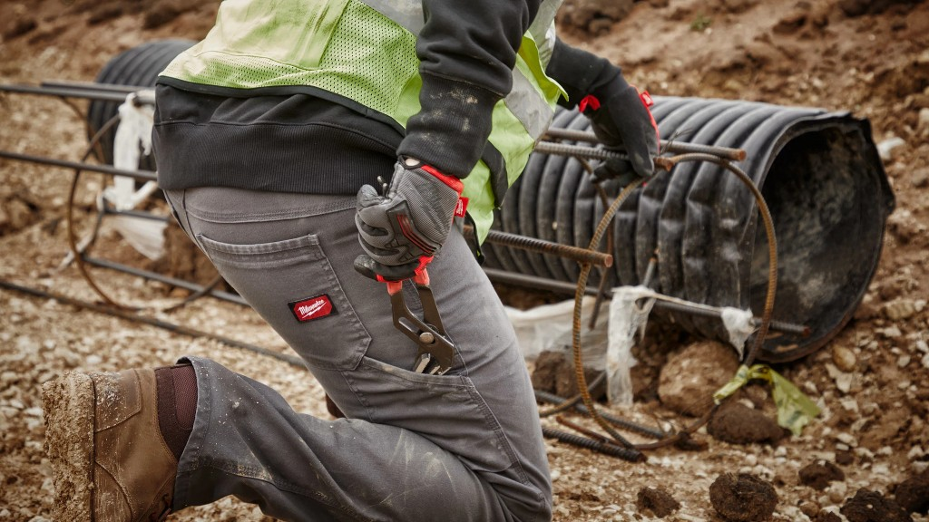 A worker wears Milwaukee pants with FREEFLEX Mobility