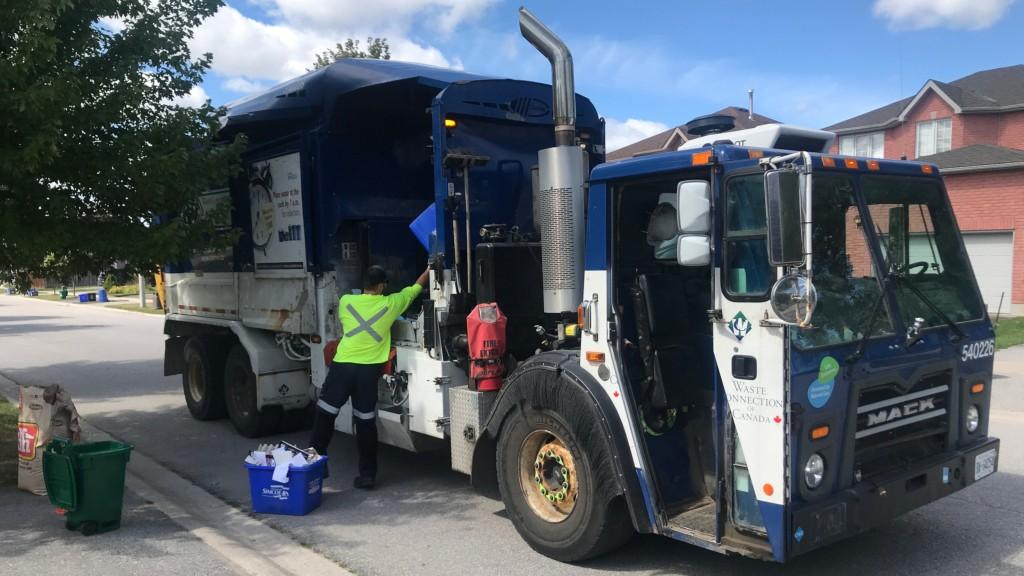 Curbside truck pickup in Ontario
