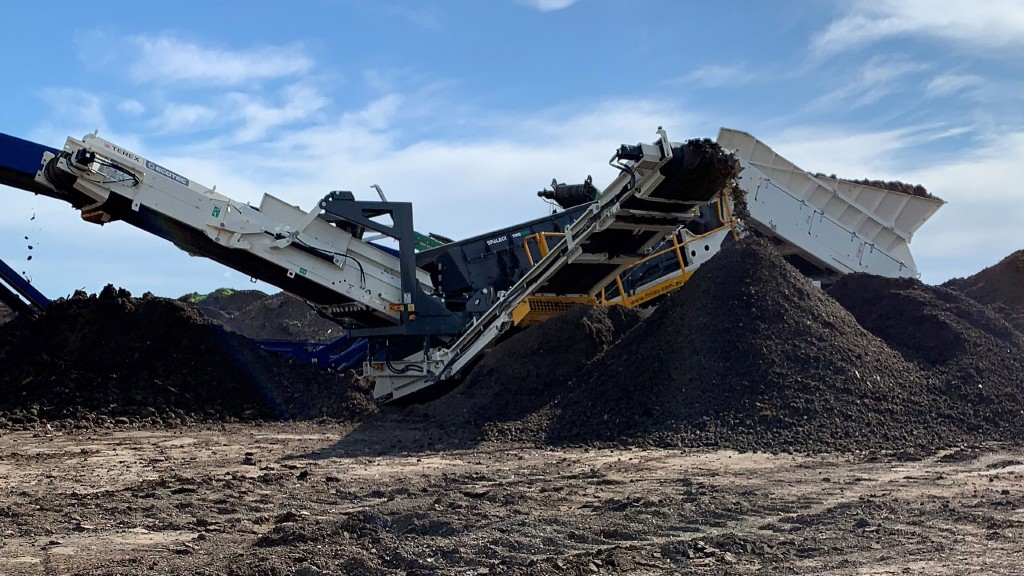 A TRS 550 track mounted recycling screen on the job site
