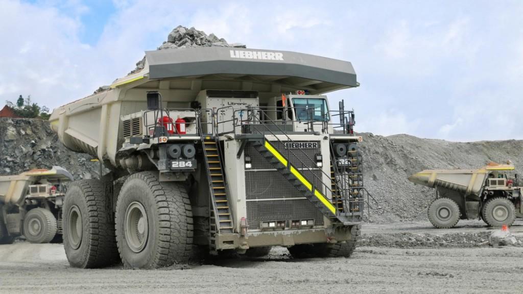 A T 284 mining truck