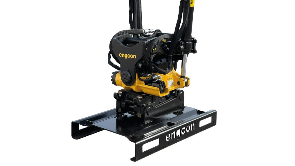 A engcon tiltrotator on a stand