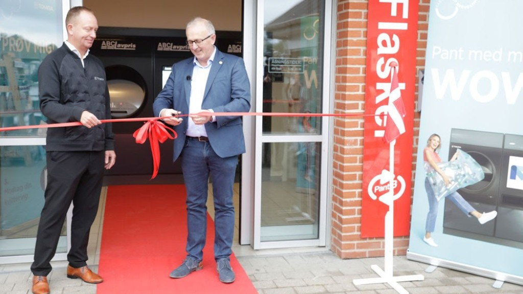 TOMRA R1 reverse vending machines now allow European consumers to return over 100 drink containers at a time