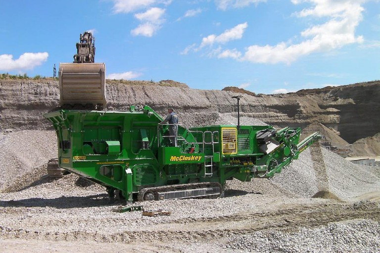 I44R - McCloskey International - Heavy Equipment Guide