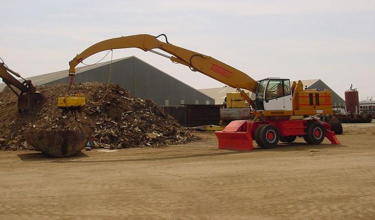 Sierra International Machinery - T385 Crane Material Handlers
