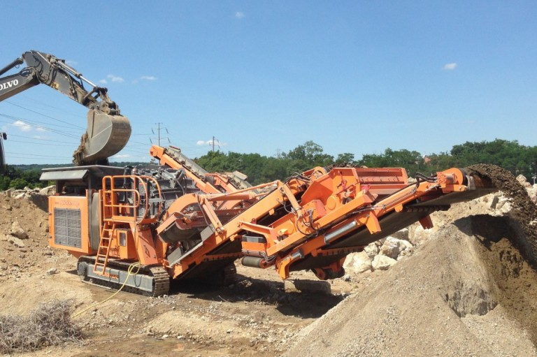 R1100DS/R1200D Track Mounted Impact Crushers