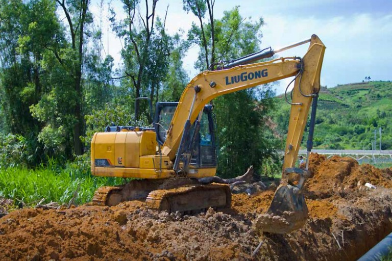 915E Tier 4 Final Excavators