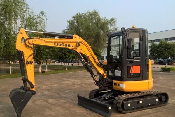 9035EZTS Compact Excavators