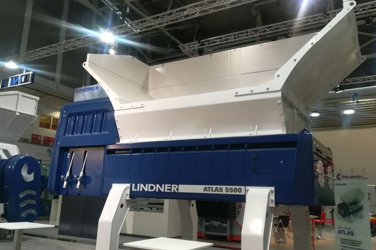 Lindner Recyclingtech America - Atlas 5500 Shredders