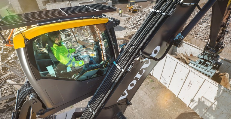 Volvo's latest material handler continues long-term dedication to waste & recycling - Recycling ...