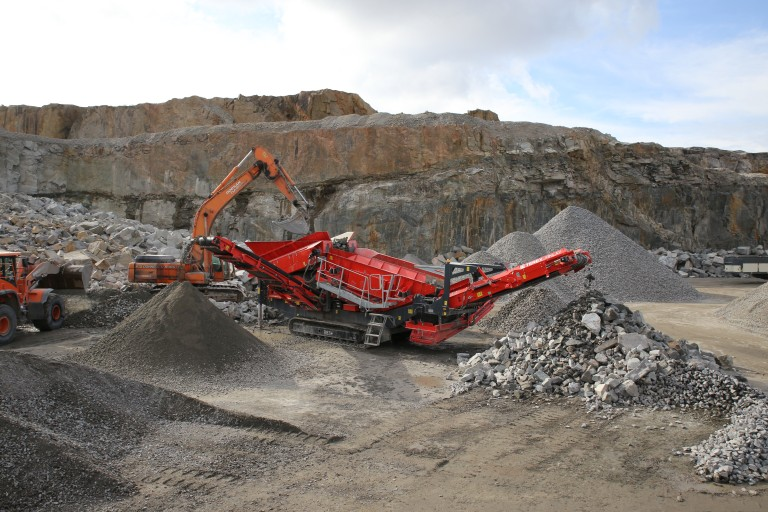 Terex Finlay - 883+ triple shaft Mobile Screens