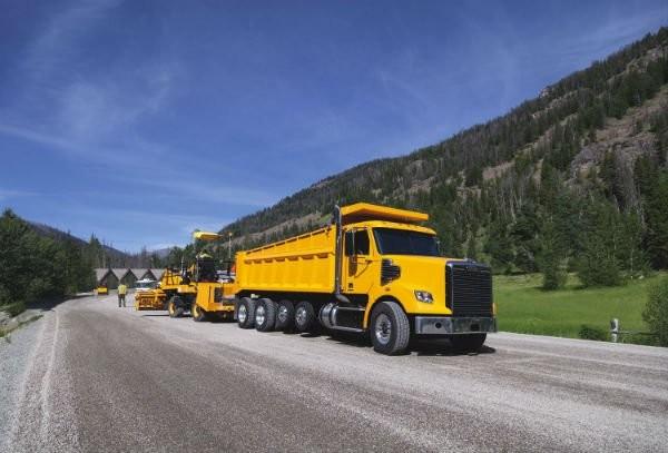 Freightliner Trucks 122SD Dump Truck