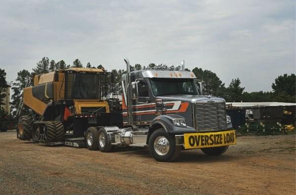 Freightliner Trucks 122SD Heavy Haul