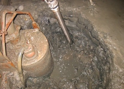 Guzzla SV60 solids transfer pump unearths overwhelmed submersible dewatering pump, restoring full holding capacity to critical drainage sump at major Canadian underground mine.