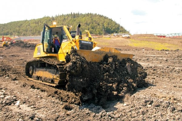 Grading and excavation in Fort McMurray calls for reliable, fuel efficient construction equipment
