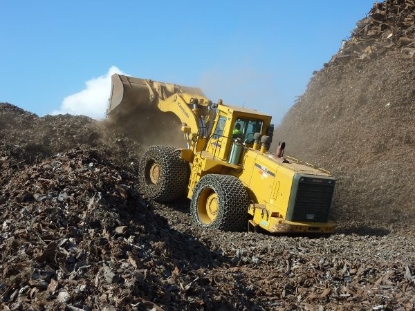 OneSteel Recycling's Kawasaki 115ZV-2 features a centre support on the bucket so they can easily move their 10-ton Bateman shipping grapples.