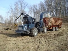 Mobile biomass chipping system