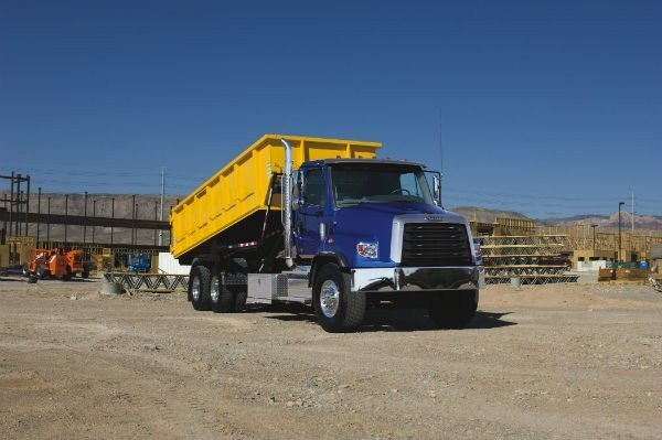 Freigtliner 114 SD Roll Off Truck