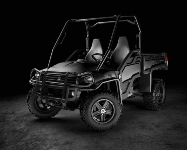 For a limited time, the XUV825i is available in Midnight Black.