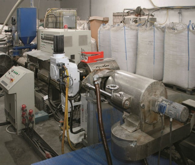CPE Entsorgung GmbH uses an ERF melt filter from Ettlinger Kunststoffmaschinen to recycle PS waste from end-of-life refrigerators into high-quality recycled material used to make foils for thermoformed products.