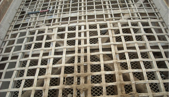 Double-Weave Woven Wire Ideal for High-Impact,  Top-Deck C&D Screening