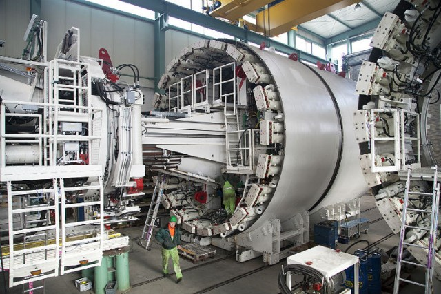 Plant assembly of the world's first Variable Density tunnel boring machines (TBMs) at Herrenknecht in Schwanau. They can be operated as an earth pressure balance shield and as a Mixshield.