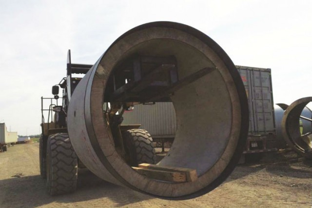 Fabricated in China, SCG shipped the 2,200-mm concrete pipe in 1.8-m sections, each weighing about 8 tonnes.