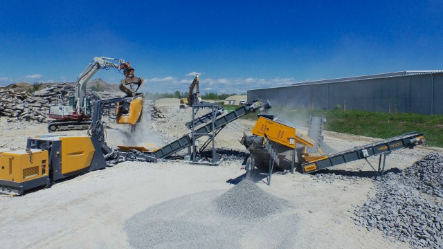 HARTL Bucket Crusher is a highly mobile crushing solution that approaches the performance of track-mounted crushers.