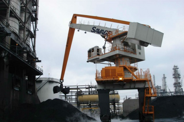 1500 Series / Model 9317 E-Crane on Crawlers Handling Petcoke