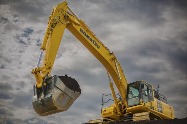 PC490LCi-11 hydraulic excavator.