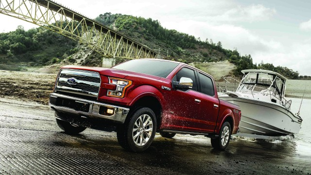 All-new, second-generation 3.5-litre EcoBoost V6 engine in the 2017 Ford F-150 produces 375 hp and 470 lb.-ft. of torque, a gain of 10 hp and 50 lb.-ft. from previous 3.5-litre EcoBoost.