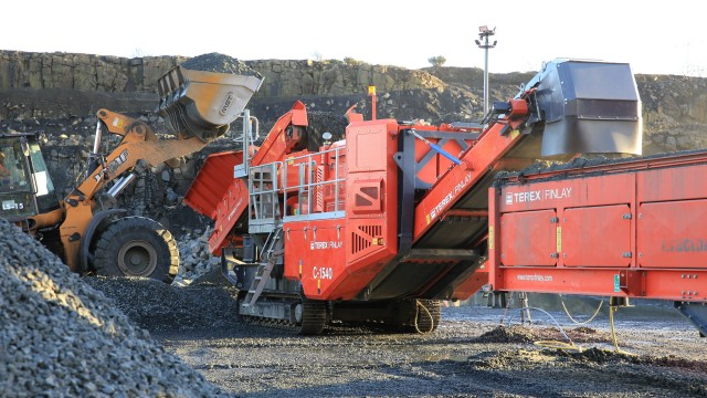 Terex Finlay C-1540 cone crusher is the optimum machine for medium sized producers and contract crushing operators.