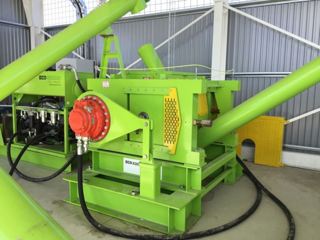 ECO Krumbuster Hydraulic Mill and expanded crumb/rubber powder system.