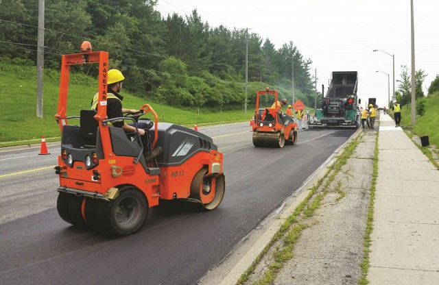 HD 12 VT roller features pneumatic and smooth drum compaction.