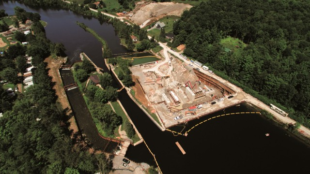 New dam under construction on the right, lock in middle and diversion system on the left. Bermingham installed two million pounds of steel sheet and combi-wall to tame and control the river during construction. Yellow floats are safety booms.