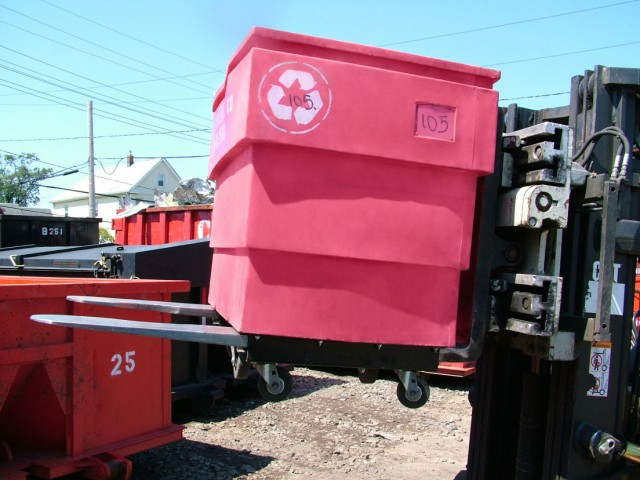 The 50P-16S recycling cart is rotomolded using 100 percent puncture-resistant, chemical-resistant, and waterproof polyethylene.
