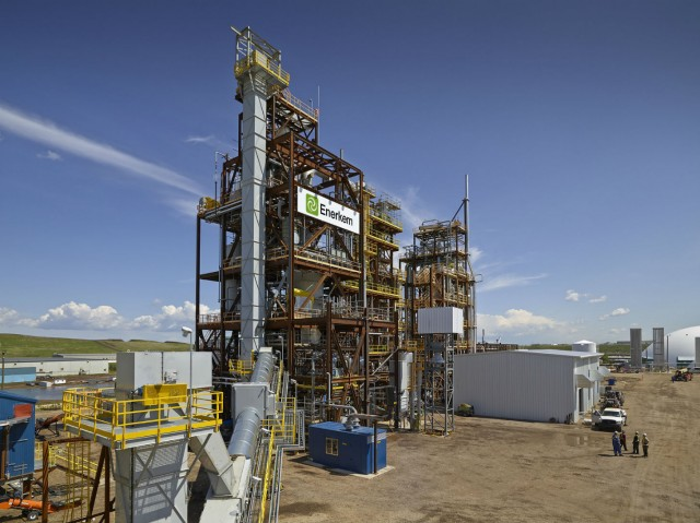 Enerkem's facility in Edmonton becomes the first ISCC certified plant in the world to convert municipal solid waste into biomethanol (CNW Group/ENERKEM INC.)